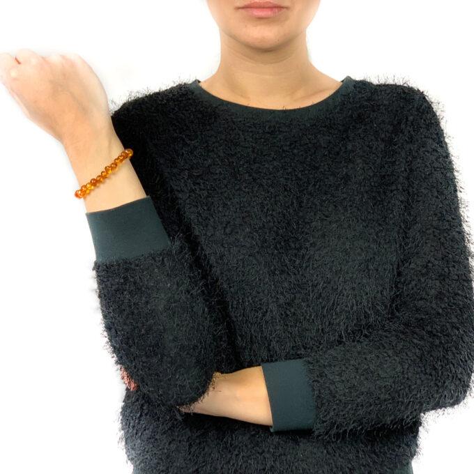 woman wearing honey color amber bracelet