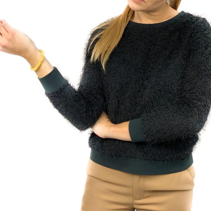 woman wearing milky color amber bracelet