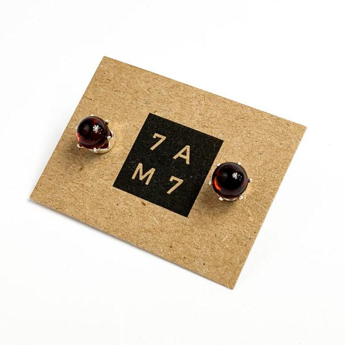 minimalistiniai tamsaus gintaro auskarai
